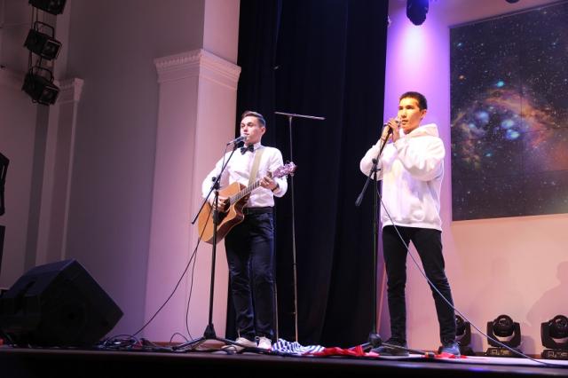 На театральном фестивале в ТПУ собрали почти 50 тысяч рублей для фонда Алены Петровой