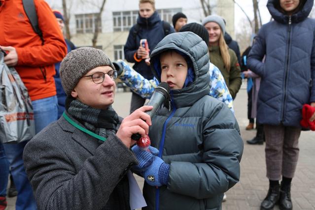 «Научно — не скучно!»: фестиваль науки открылся обменом научных фактов на сладости