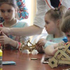 Школьники познакомятся с палеонтологией, научатся лепить из глины и собирать арбалет на мастер-классах в «Складе ума» ТПУ