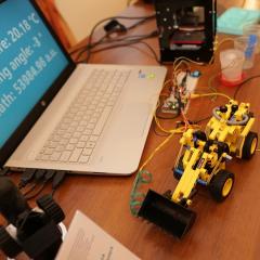 Аспирантка ТПУ представила нательные электронные сенсоры из оксида графена на конкурсе U-NOVUS