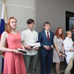 Мэр Томска наградил стобалльников из Лицея при ТПУ