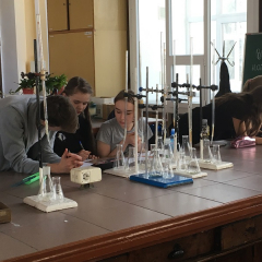Школьники сразились в «химических боях» в Томском политехе