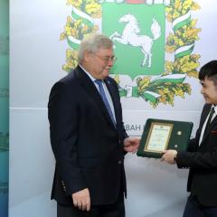 Губернатор отметил студентов ТПУ именными стипендиями и нагрудным знаком «Будущее Томской области»