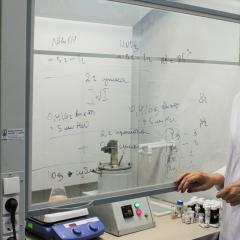 Ученые предложили новые катализаторы на основе наночастиц серебра для более экологичного и эффективного окисления спиртов