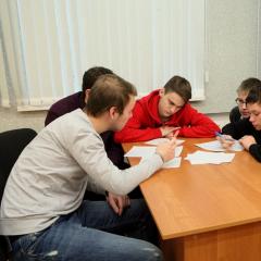 Почти 200 школьников Томска сразились в «рыцарском» турнире по физике в ТПУ