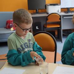 Как создать биоразлагаемый полимер и проверить чай на красители, российские школьники узнали на летних школах «Склада ума»