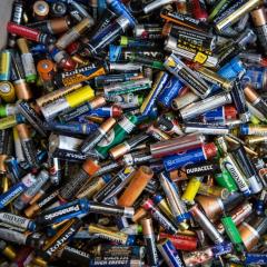 Томичи могут сдать старые батарейки в пункт сбора ТПУ