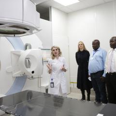 Как в Томске борются с онкологическими заболеваниями, изучили зарубежные ученые и специалисты атомных агентств