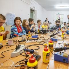 Политехники научат школьников конструировать вибро-жука и жука-светофила