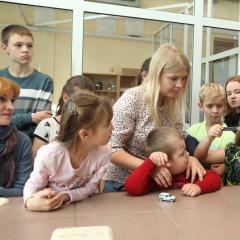 Юные томичи искали месторождения газа, спасали будущее и «вызывали» зеленый огонь на Фестивале науки в ТПУ (видео, фото)
