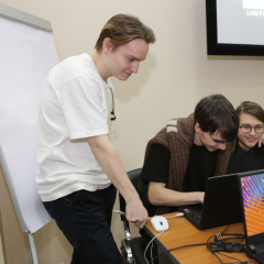 Робота-бармена и приложение для формирования полезных привычек создали начинающие программисты на хакатоне в ТПУ
