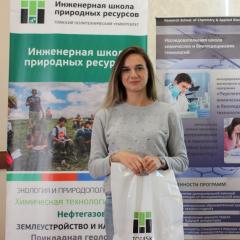 Тысячным абитуриентом ТПУ стала призер олимпиады по химии из Красноярского края