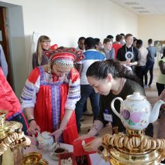 Черника, самовар и шахматы: иностранные студенты-атомщики познакомились в ТПУ с русской культурой