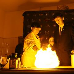 «Танец» молний и «Менделеев-шоу»: ТПУ приглашает томичей на научные каникулы