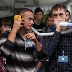 Гаджеты для людей с болезнью Паркинсона и «исцеления» лентяев предложили школьники Томской области на инженерной смене в ТПУ