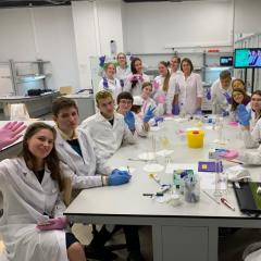 Химики ТПУ в «Сириусе» работают с одаренными детьми из разных регионов страны