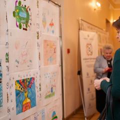 Около 140 работ томичей поборолись за победу в конкурсе рисунков #НаукаиЯ